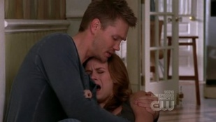 One Tree Hill 06x17 : You And Me And The Bottle Makes Three Tonight- Seriesaddict